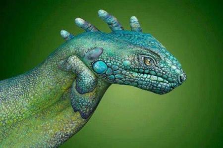 hidden image (lizard hands)